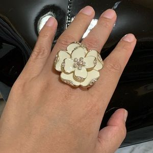 Flower Ring with Stretchable Band